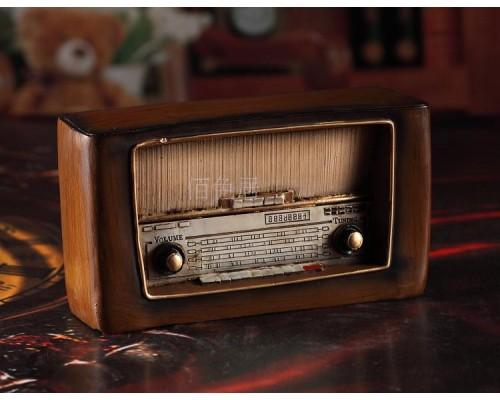 RADIO CỔ VUÔNG